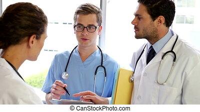 conversation, debout, équipe, monde médical