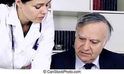 conversation, deux, bureau, médecins