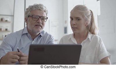 conversation, devant, lunettes, vue, secrétaire, pdg, femme