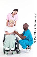conversation, docteur, afro-américain, chaise, roue, patient