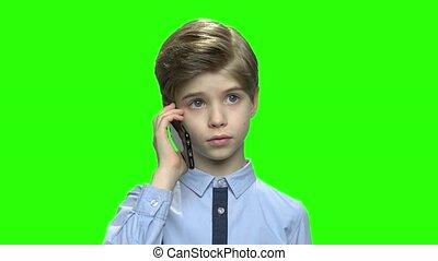 conversation, enfantqui commence à marcher, parents., téléphone, garçon