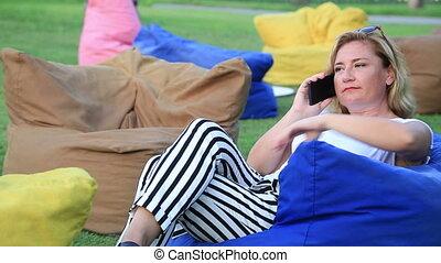 conversation, femme, mobilphone