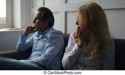 conversation, femme pleure, elle, mari