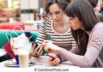 conversation, filles, deux, joli, jeune