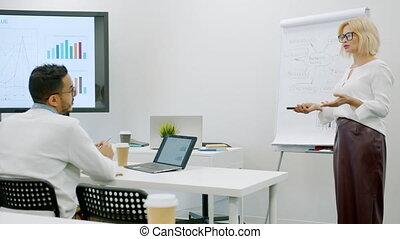 conversation, groupe, professionnels, enseignement, salle réunion, connaissance, entraîneur, partage