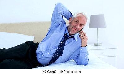 conversation, homme affaires, ly, téléphone