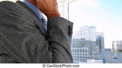 conversation, homme affaires, sien, téléphone