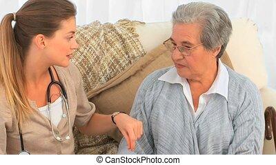 conversation, infirmière, patie, personne agee, elle