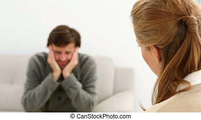 conversation, jeune, séance, homme, sofa