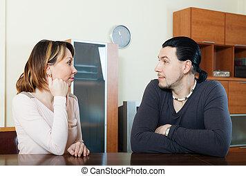conversation, maison, couple, sérieux