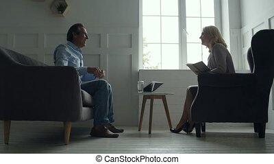 conversation, milieu, psychologue, sourire, vieilli, homme