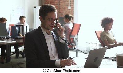 conversation, ordinateur portable, travail, ouvrier, téléphone, bureau, utilisation, mâle