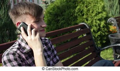 conversation, parc, jeune, téléphone, sérieux, homme