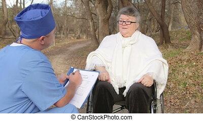 conversation, personne agee, patient, docteur