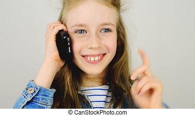 conversation, peu, téléphone., fille souriant