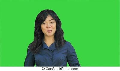 conversation, positif, chroma, écran, regarder, appareil photo, vert, asiatique, clã©, femme affaires