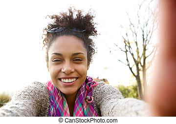 conversation, selfie, femme, jeune, sourire