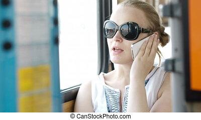 conversation, smartphone, femme, elle, heureux