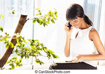 conversation, téléphone, bureau, femme affaires
