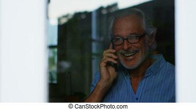 conversation, téléphone portable, 4k, maison, homme aîné