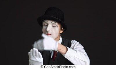 conversation, téléphone portable, arrière-plan noir, swears, imaginaire, pantomime, homme