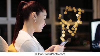 conversations, femme, hispanique, sends, texte, téléphone, mobile, message