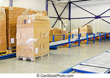 Conveyer ramp for box transport in warehouse