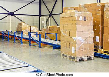 Conveyer transport ramp - Conveyer ramp for box transport in...
