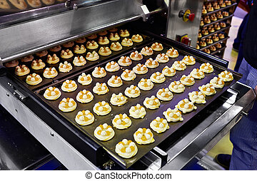 Conveyor with cakes in factory