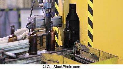 convoyeur, ligne, it., en mouvement, automatisé, fabrication, bouteilles, verre, plante