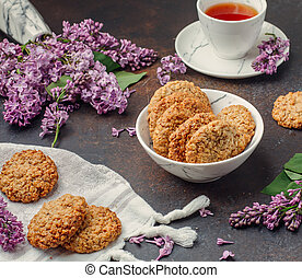 cookies with black tea on the table