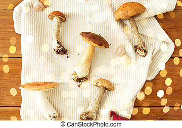 different edible mushrooms on kitchen towel