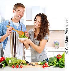 cooking., comer, salada, par, jovem, vegetal, fresco, feliz, homem