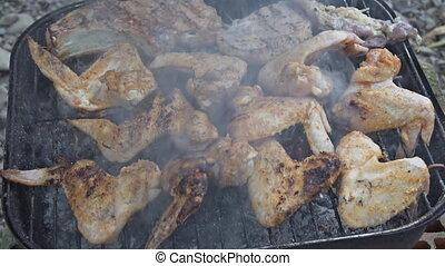 cooking., extérieur, gril, cuisine, barbecue, poulet, jambes, ailes, closeup.