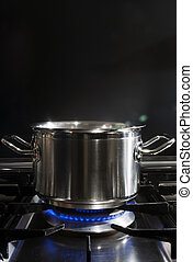 Cooking on Gaz - A stainless steel pan on a stove