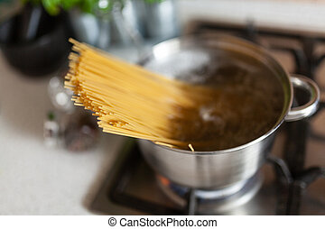 Cooking spaghetti in a pot
