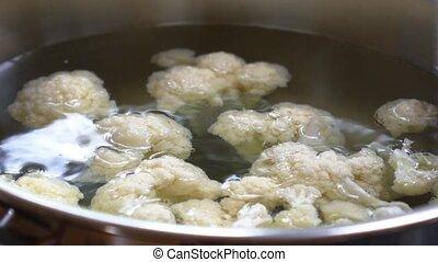 ooking Vegetarian Food (Boiled Cauliflower). - Cooking...