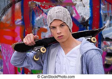 cool-looking, fiatalember, előtt, falfirkálás