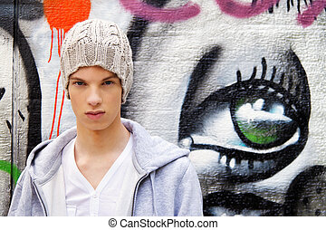 cool-looking, jeune homme, devant, graffiti