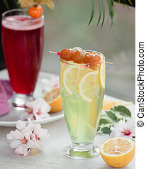 Cooling juice with lemon