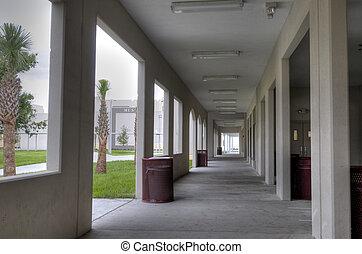 cooridor, ∥において∥, 高校, 中に, フロリダ