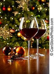 copas de vino tinto, en, tabla, con, árbol de navidad