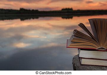 copie, school., nature, espace, ciel, dos, contre, brouillé, arrière-plan., livres, coucher soleil, light., cartonné, toile de fond, pile, education, livre ouvert, paysage