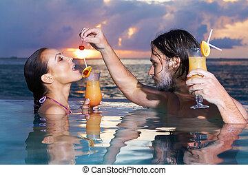 Copile at Maldives - Romantic couple alone in infinity ...
