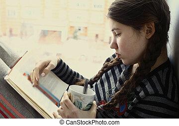 copo, chá, livro, adolescente, leitura menina