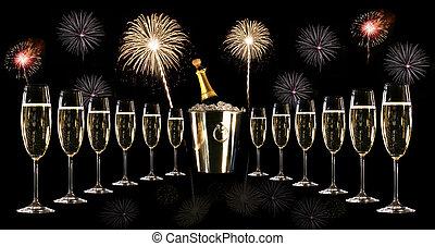 copos champanha, com, prata, balde gelo, e, fogos artifício