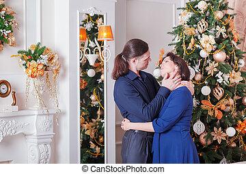 coppia, abbraccia, incinta