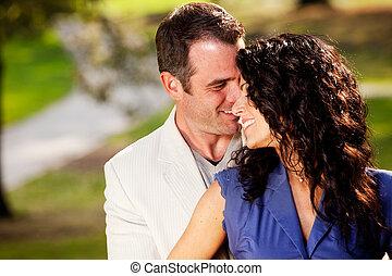 coppia, abbraccio, bacio