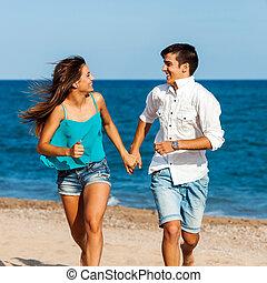 coppia adolescente, correndo, bello