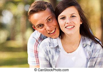 coppia adolescente, su, ritratto, chiudere